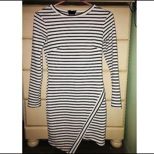 Dresses & Skirts - B&W striped long sleeve dress